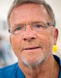 68-årig får ph.d. om knæ-implantat